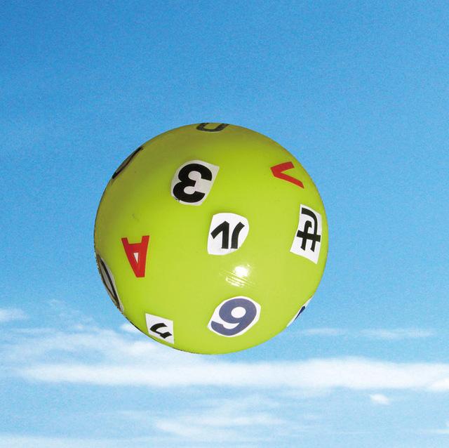 ボールに貼り付けた文字を読む