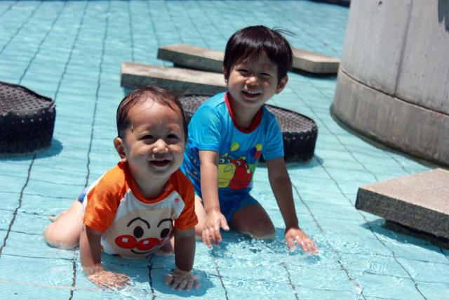 乳幼児の水遊び
